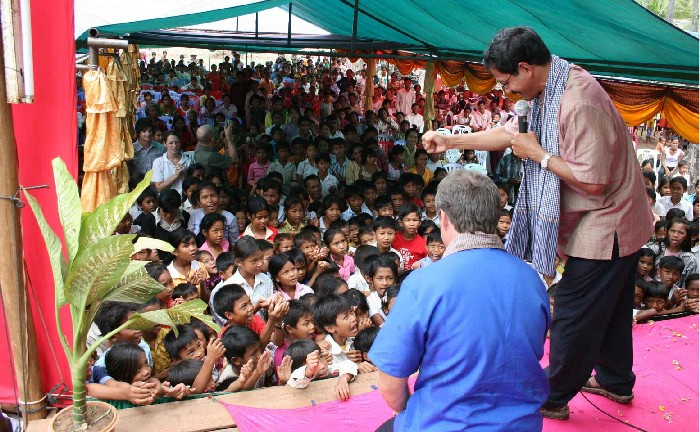 Graeme and Barnabas ministering to children in Kampot